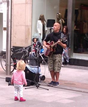 Singer Irish streetstyle... / Photos: Jicky@Destylesenaiguilles