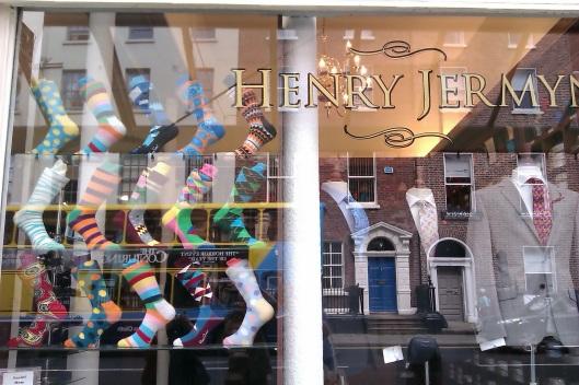 Vitrines à Dublin: chaussettes et portes de Dublin