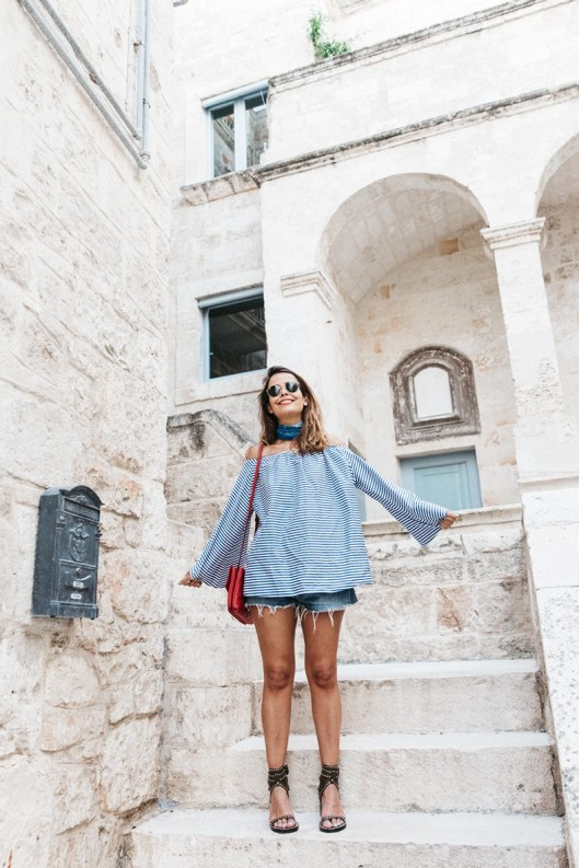 Polignano_A_Mare-Off_The_Shoulders_Top-Striped_Top-Levis-Louis_vuitton_Bag-Isabel_Marant-Shoes-Outfit-Guerlain-ROad_Trip-39-790x1185